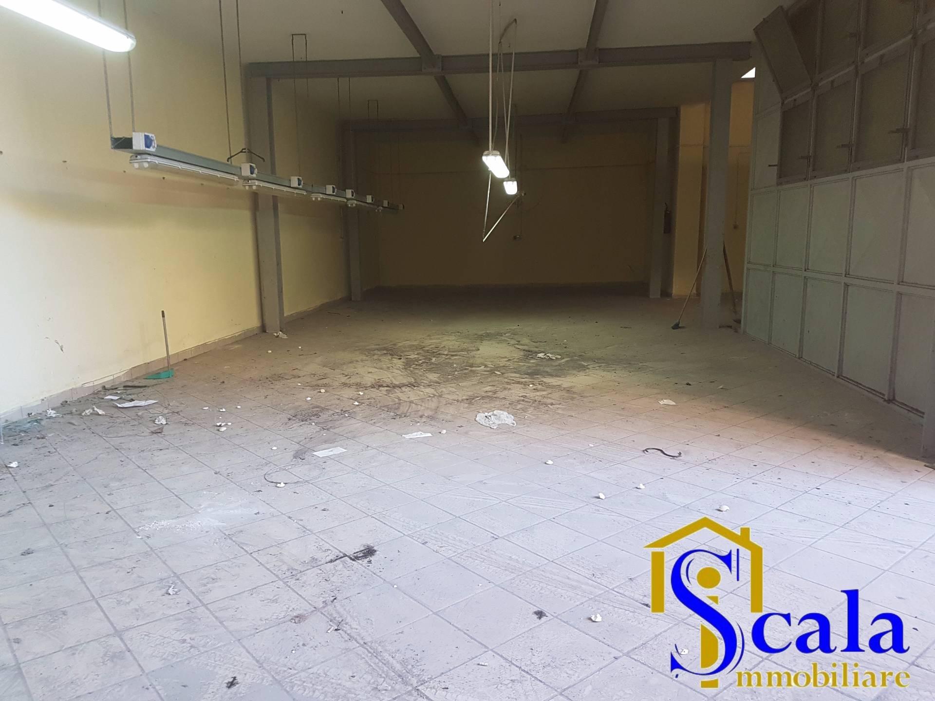 Negozio / Locale in affitto a Santa Maria Capua Vetere, 9999 locali, prezzo € 850   Cambio Casa.it