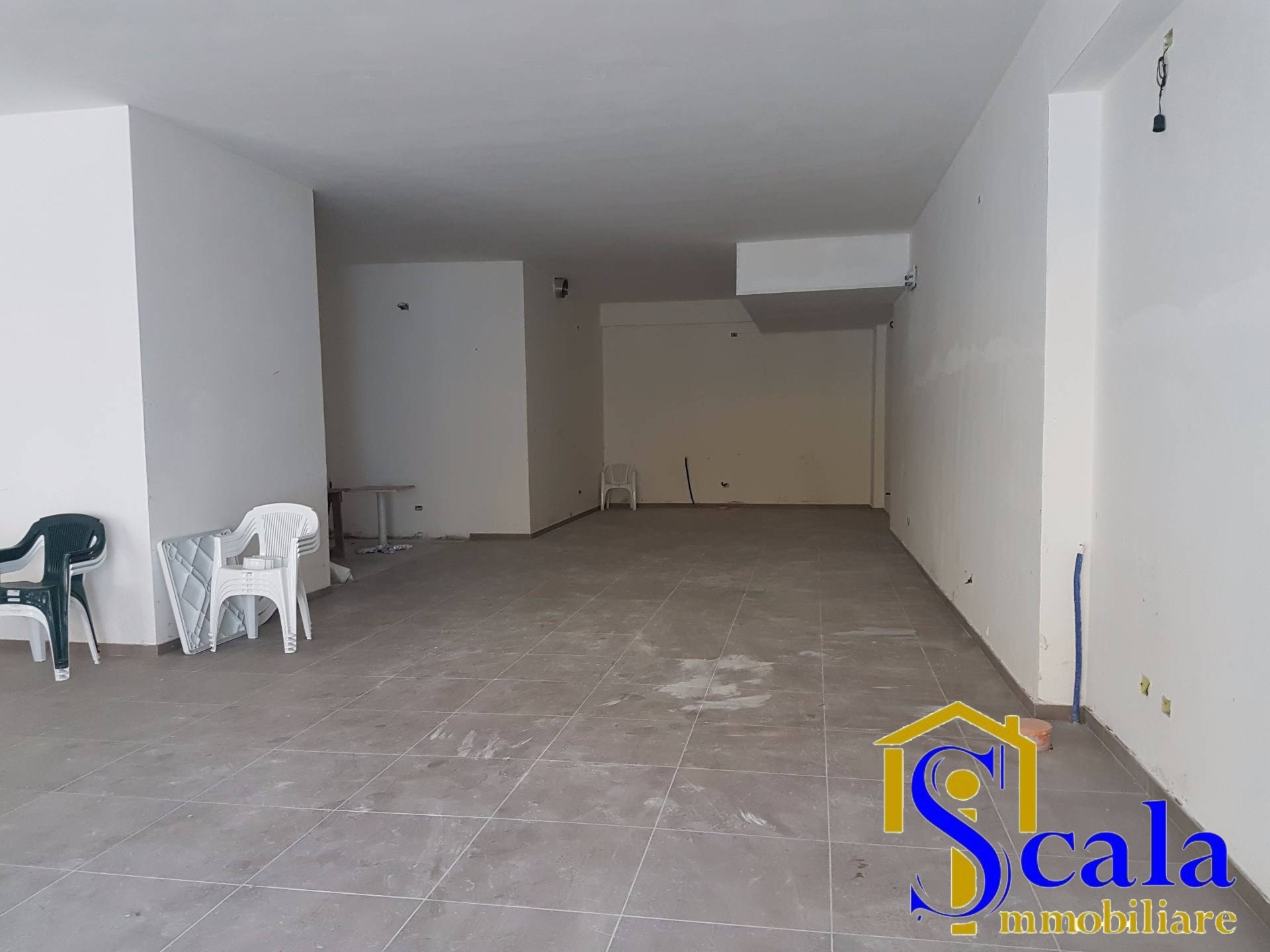 Negozio / Locale in affitto a Curti, 9999 locali, prezzo € 800 | Cambio Casa.it