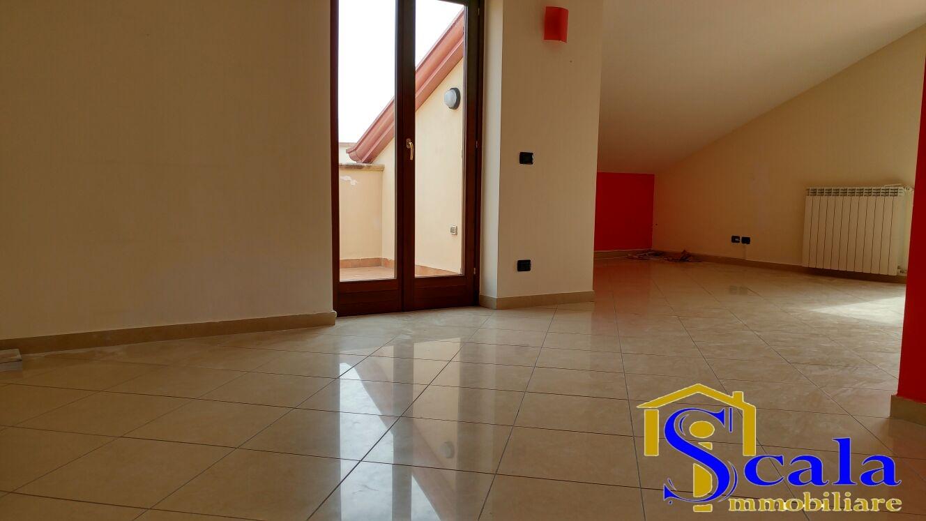Attico / Mansarda in affitto a Santa Maria Capua Vetere, 4 locali, prezzo € 500 | Cambio Casa.it