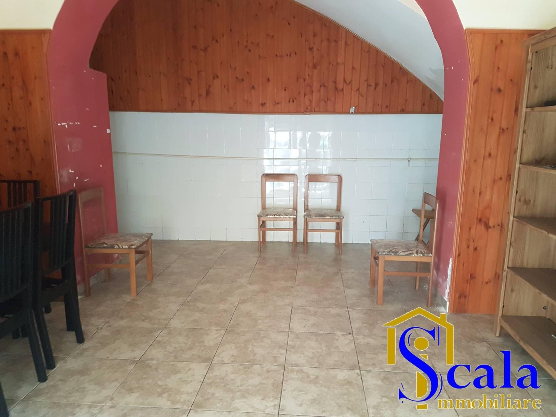 Negozio / Locale in affitto a Santa Maria Capua Vetere, 9999 locali, prezzo € 300 | Cambio Casa.it