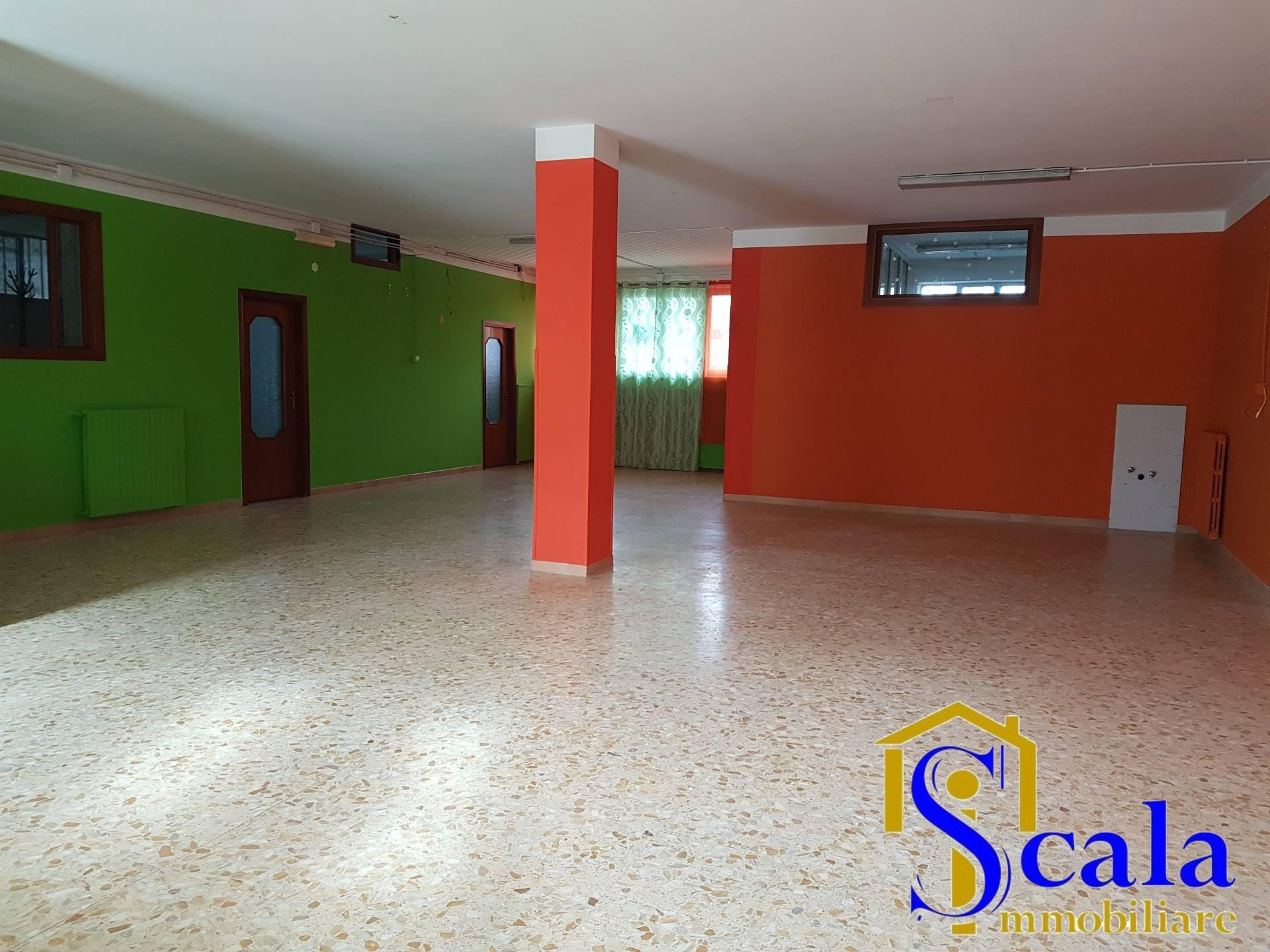 Negozio / Locale in affitto a Santa Maria Capua Vetere, 9999 locali, prezzo € 900   Cambio Casa.it
