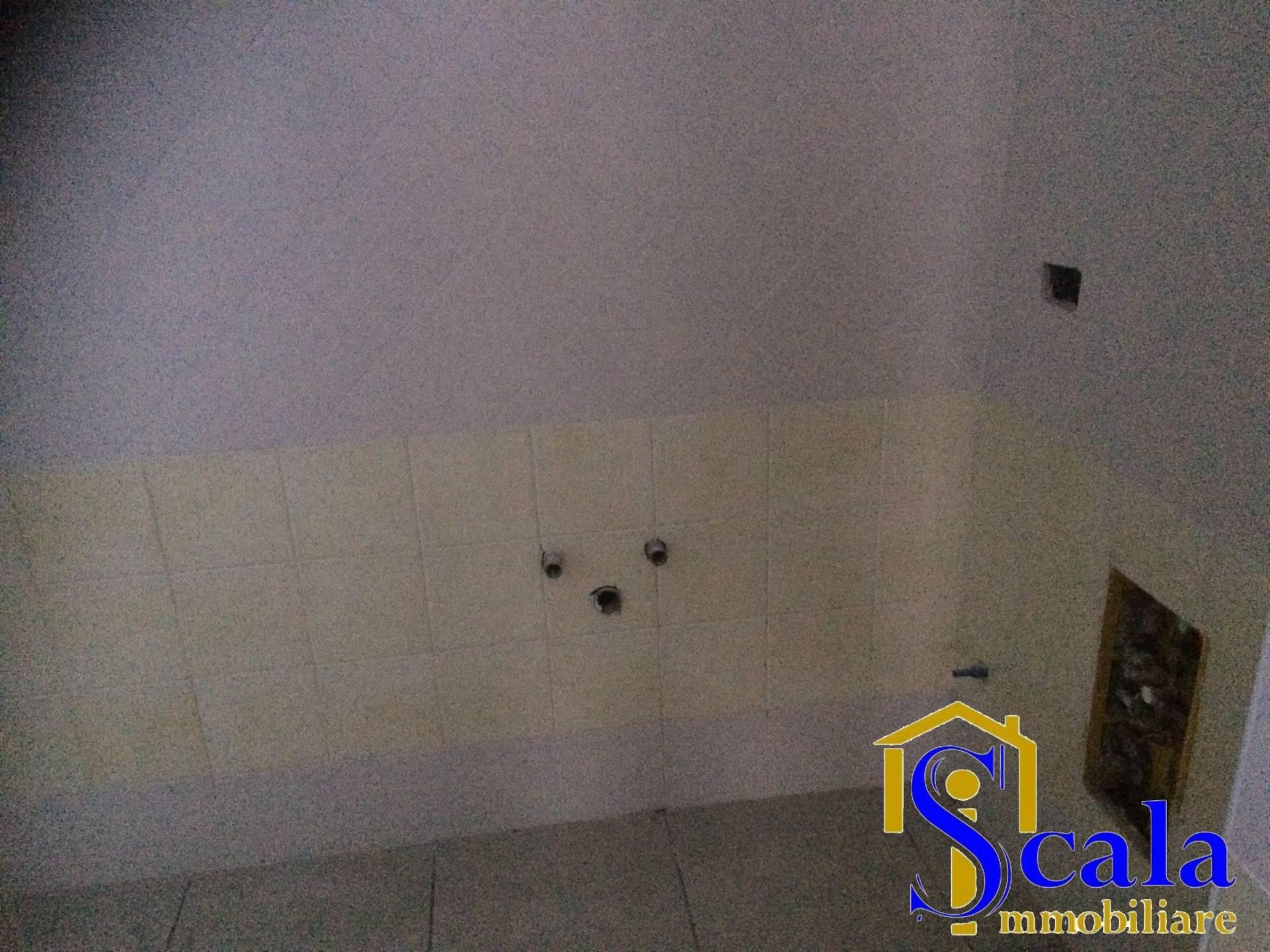 Ufficio / Studio in affitto a Santa Maria Capua Vetere, 9999 locali, prezzo € 300 | Cambio Casa.it