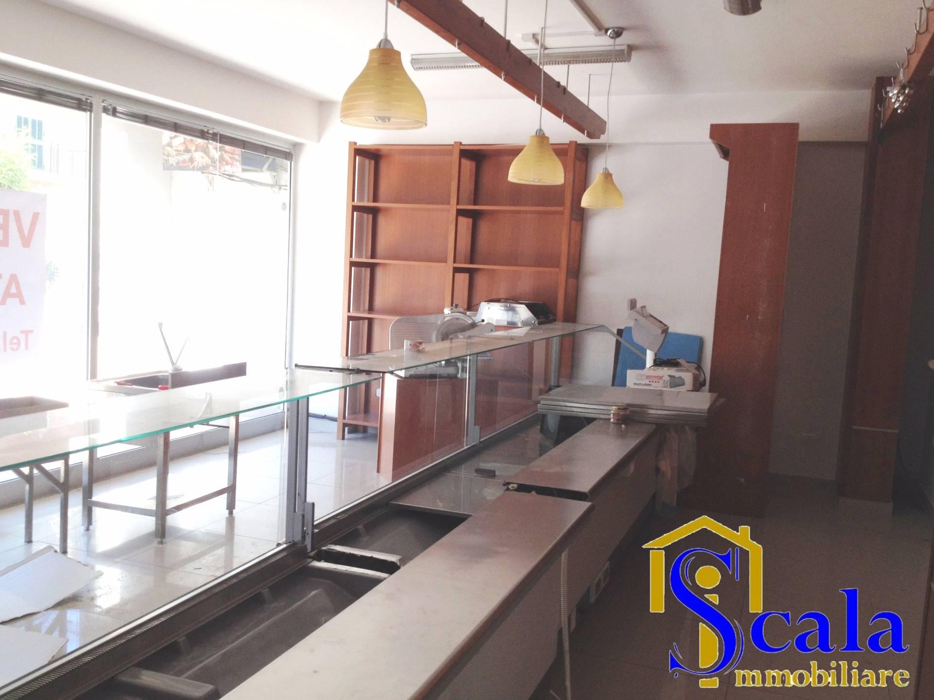 Negozio / Locale in affitto a Santa Maria Capua Vetere, 9999 locali, prezzo € 430 | CambioCasa.it