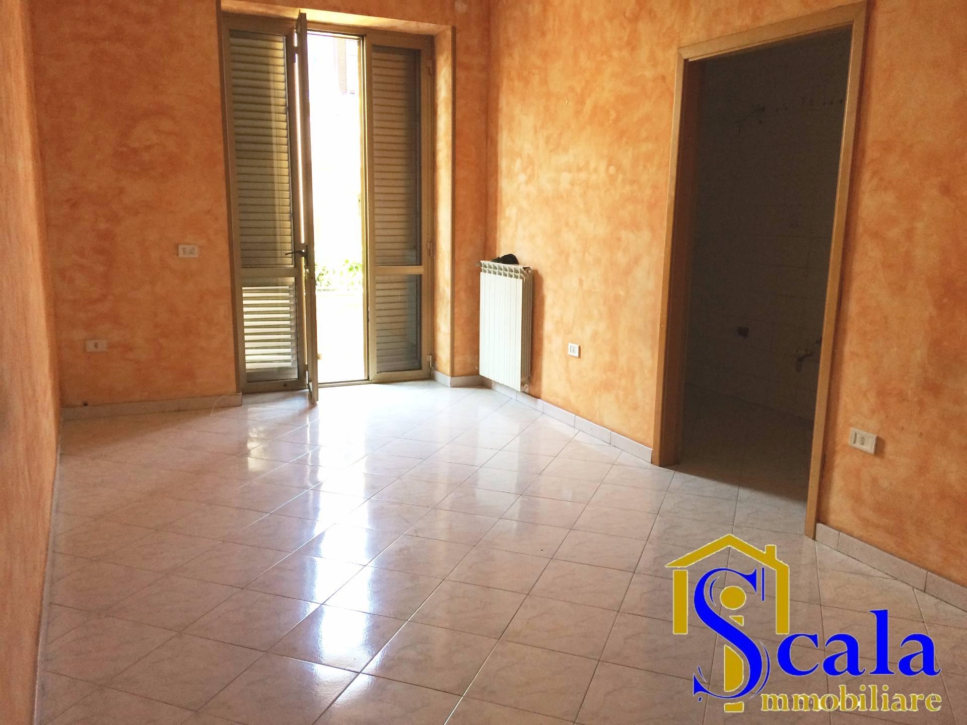 Appartamento in affitto a San Prisco, 3 locali, prezzo € 320 | CambioCasa.it