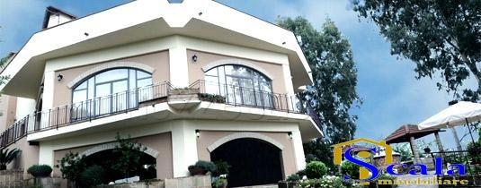 Villa in vendita a Caiazzo, 10 locali, prezzo € 360.000 | CambioCasa.it