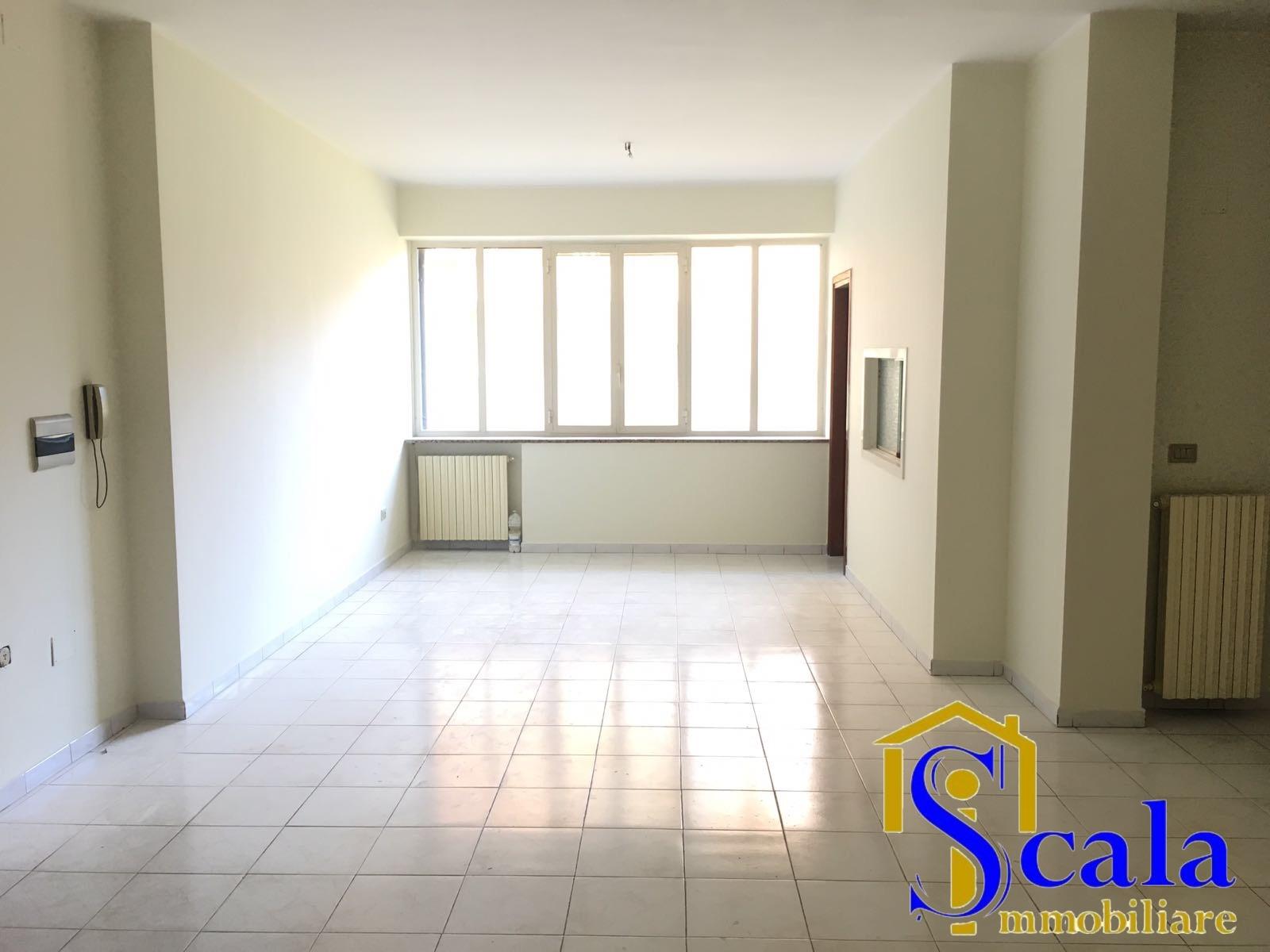 Appartamento in affitto a Macerata Campania, 4 locali, prezzo € 390 | CambioCasa.it