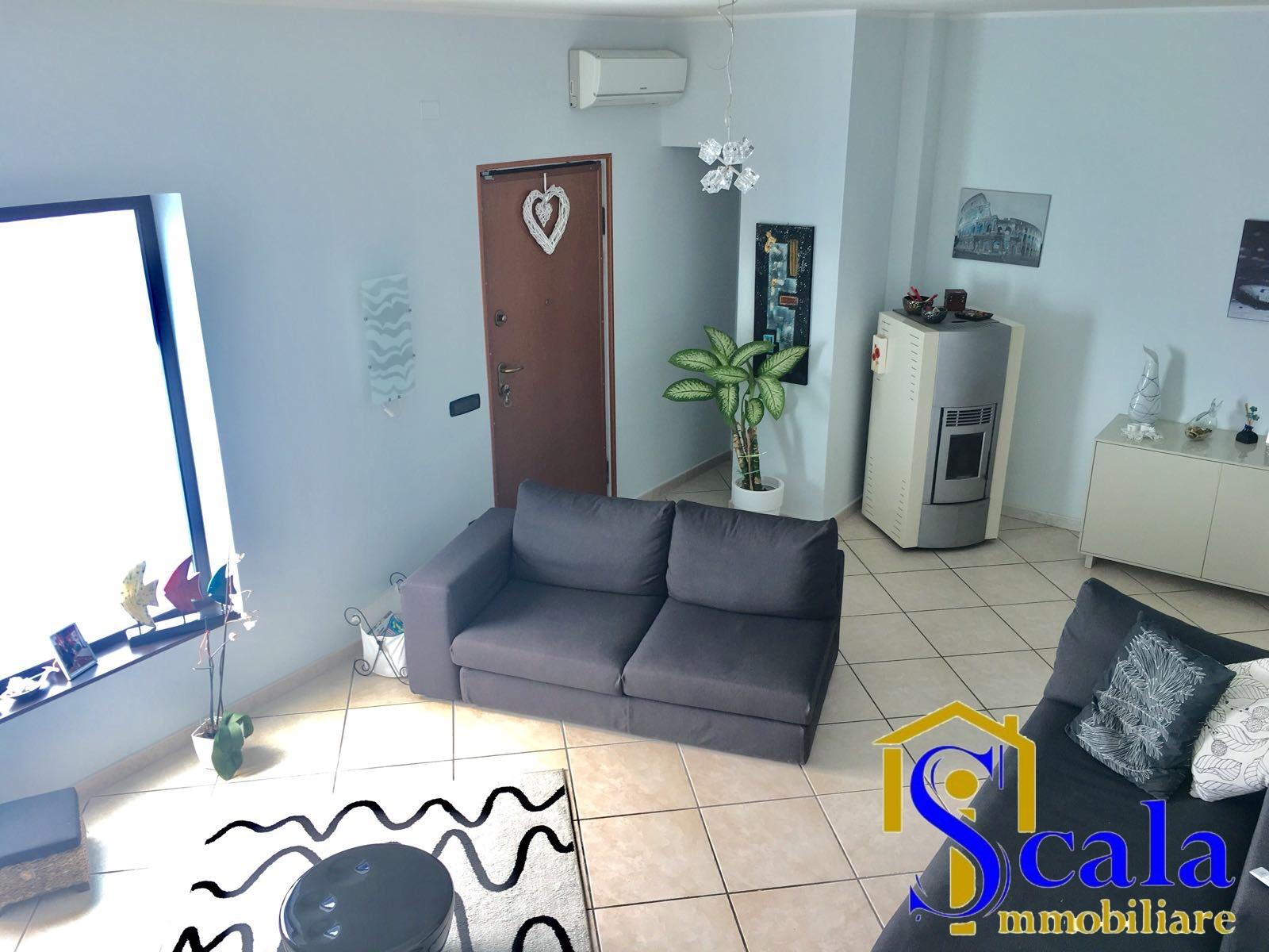 Soluzione Indipendente in vendita a Capua, 6 locali, zona Località: S.AngeloinFormis, prezzo € 210.000 | CambioCasa.it