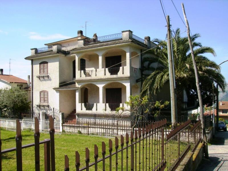 vendita villa Cervaro 9 550 M 400.000 &euro;