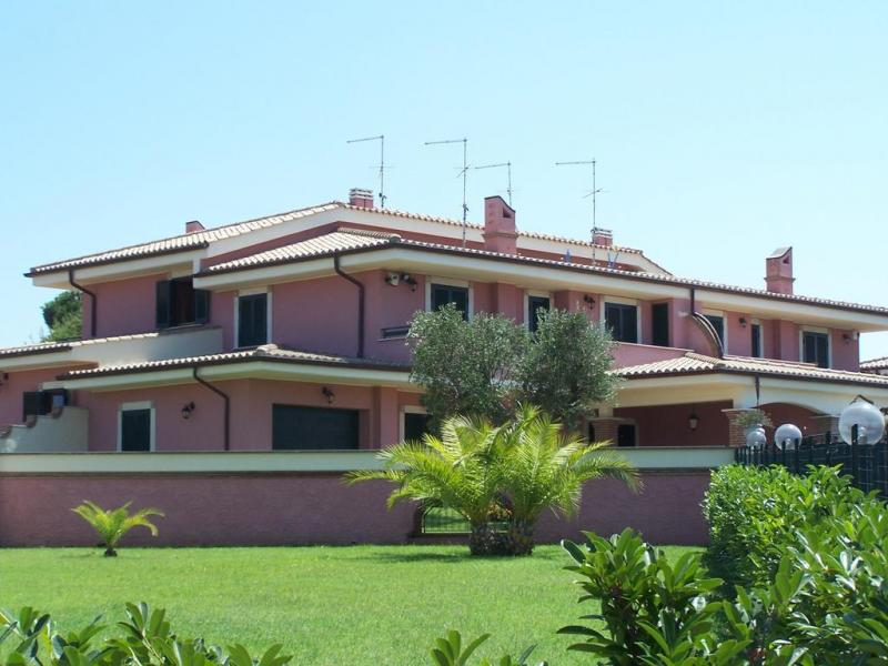 Villa in Vendita a Anzio: 4 locali, 120 mq