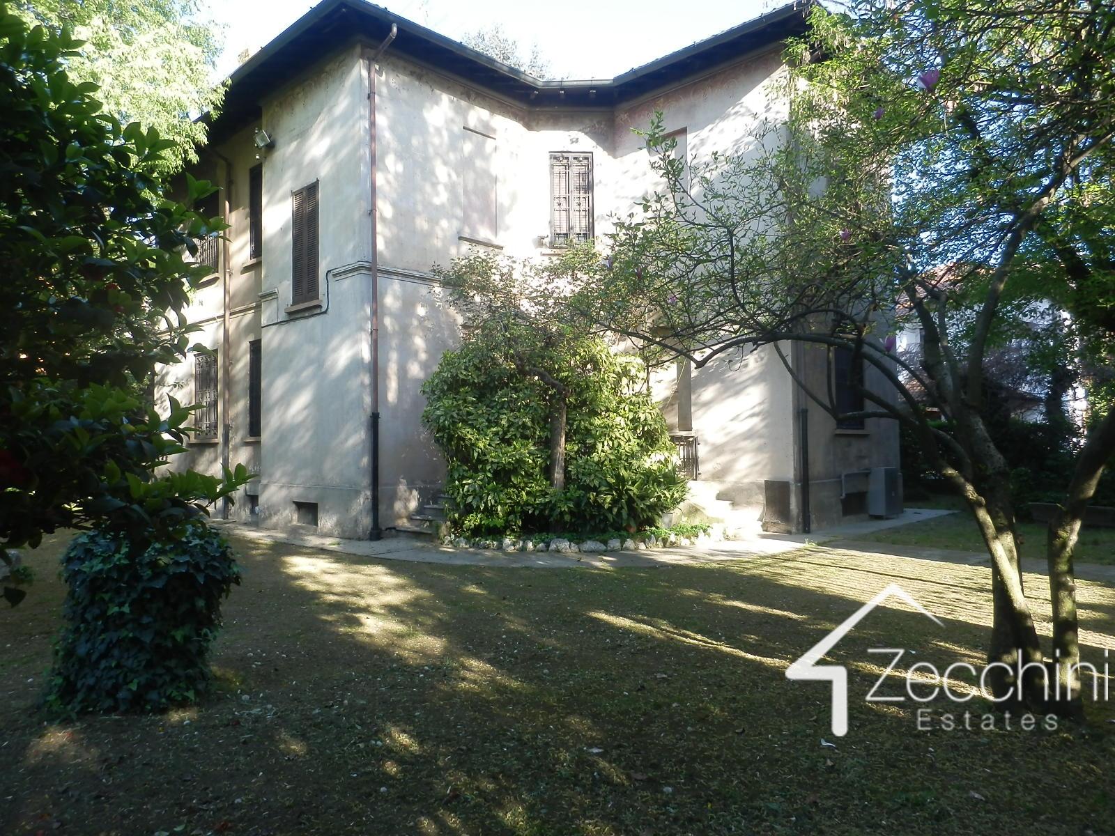 Villa in vendita a Corsico, 10 locali, Trattative riservate | Cambio Casa.it
