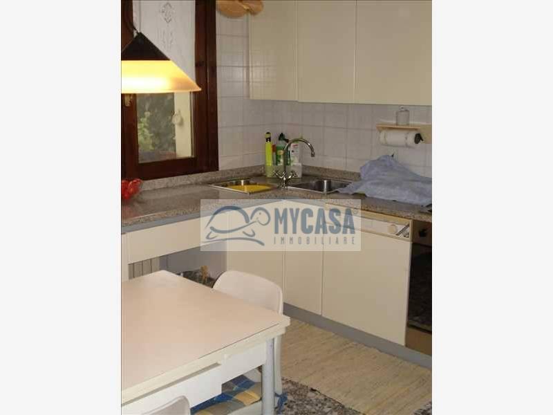 Appartamento in vendita a Abano Terme, 10 locali, zona Zona: Monteortone, prezzo € 260.000 | Cambio Casa.it