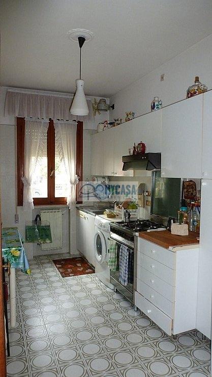 Appartamento in affitto a Padova, 5 locali, zona Località: SACRAFAMIGLIA, prezzo € 600 | Cambio Casa.it