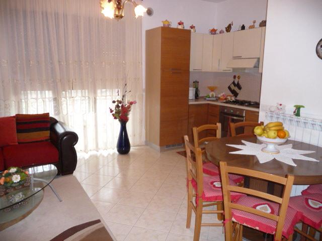 Appartamento in vendita a Monteprandone, 4 locali, zona Zona: Centobuchi, prezzo € 120.000 | CambioCasa.it