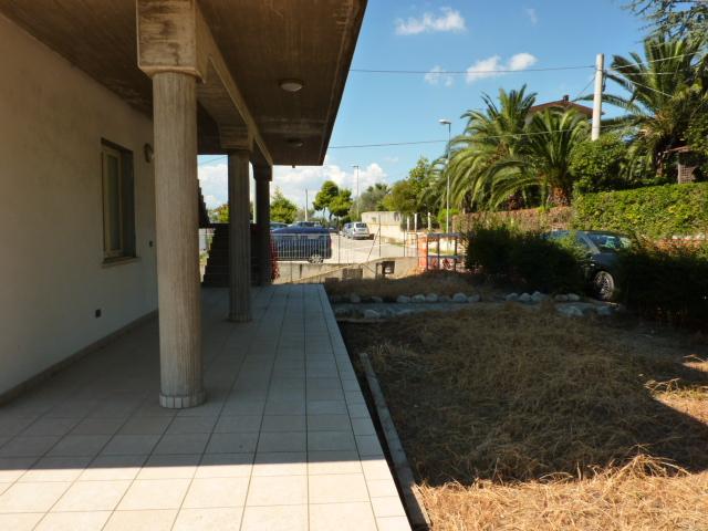 Appartamento in vendita a Colonnella, 4 locali, prezzo € 120.000 | Cambio Casa.it