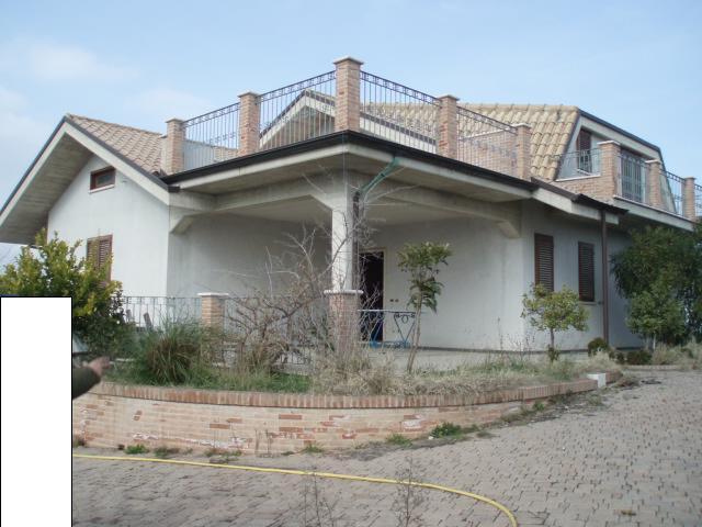 Villa in vendita a Grottammare, 8 locali, zona Località: RESIDENZIALE, prezzo € 600.000 | Cambio Casa.it