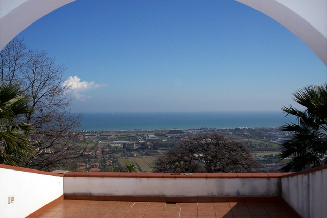 Villa in vendita a Colonnella, 8 locali, prezzo € 530.000   Cambio Casa.it