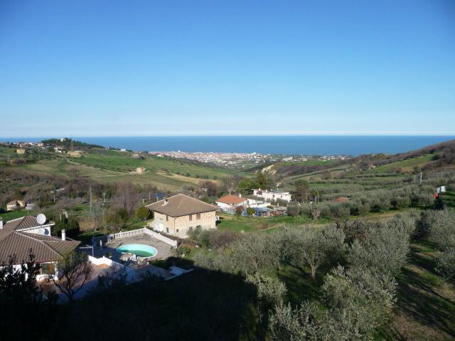 Villa in vendita a Colonnella, 7 locali, prezzo € 290.000 | Cambio Casa.it