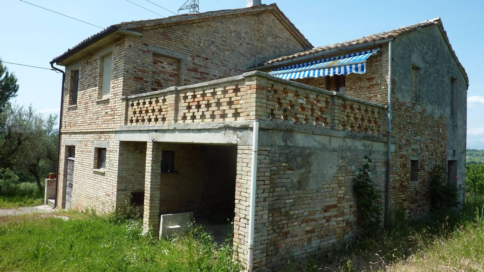 Rustico / Casale in vendita a Monsampolo del Tronto, 10 locali, zona Zona: Monsampolo, prezzo € 145.000 | Cambio Casa.it