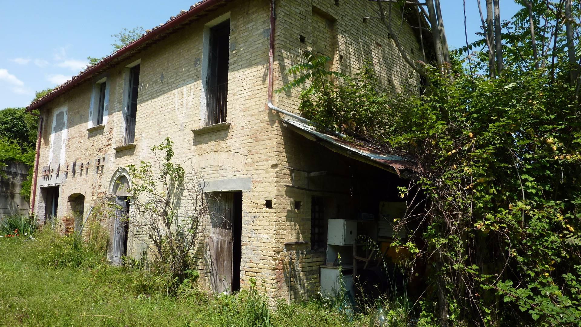 Rustico / Casale in vendita a Monsampolo del Tronto, 8 locali, zona Zona: Monsampolo, prezzo € 120.000 | CambioCasa.it