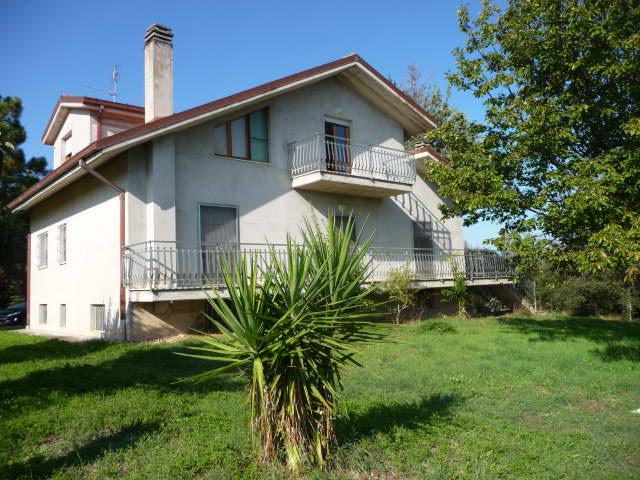 Villa in vendita a Spinetoli, 8 locali, prezzo € 280.000 | Cambio Casa.it
