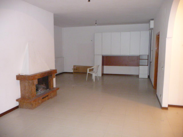 Appartamento in affitto a Acquaviva Picena, 5 locali, prezzo € 400   Cambio Casa.it