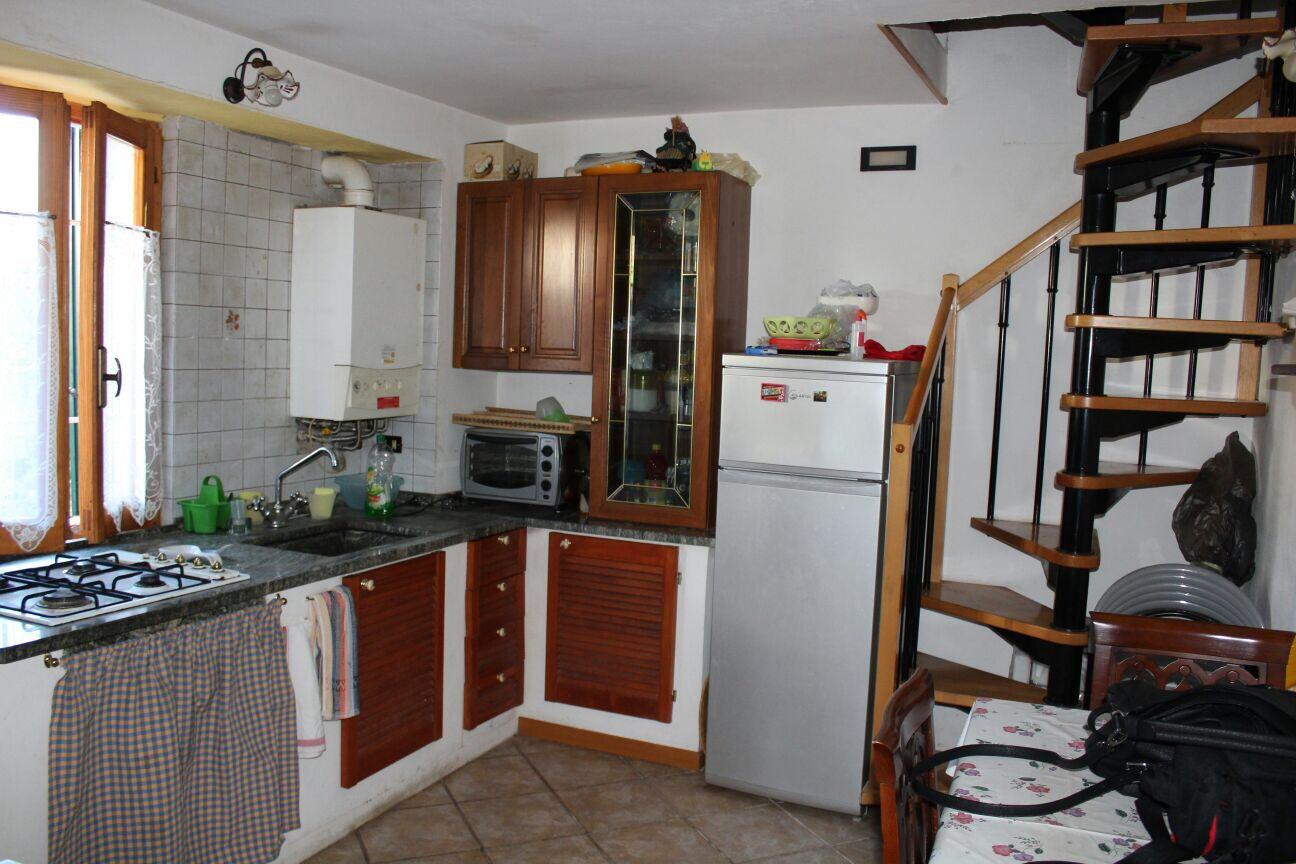 Soluzione Indipendente in vendita a Arcola, 3 locali, zona Località: RomitoMagra, prezzo € 80.000 | CambioCasa.it