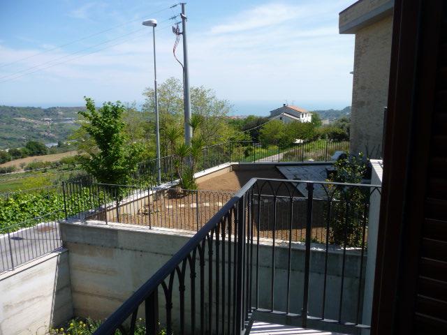 Villa a Schiera in affitto a Acquaviva Picena, 6 locali, zona Località: Residenziale, prezzo € 850 | CambioCasa.it