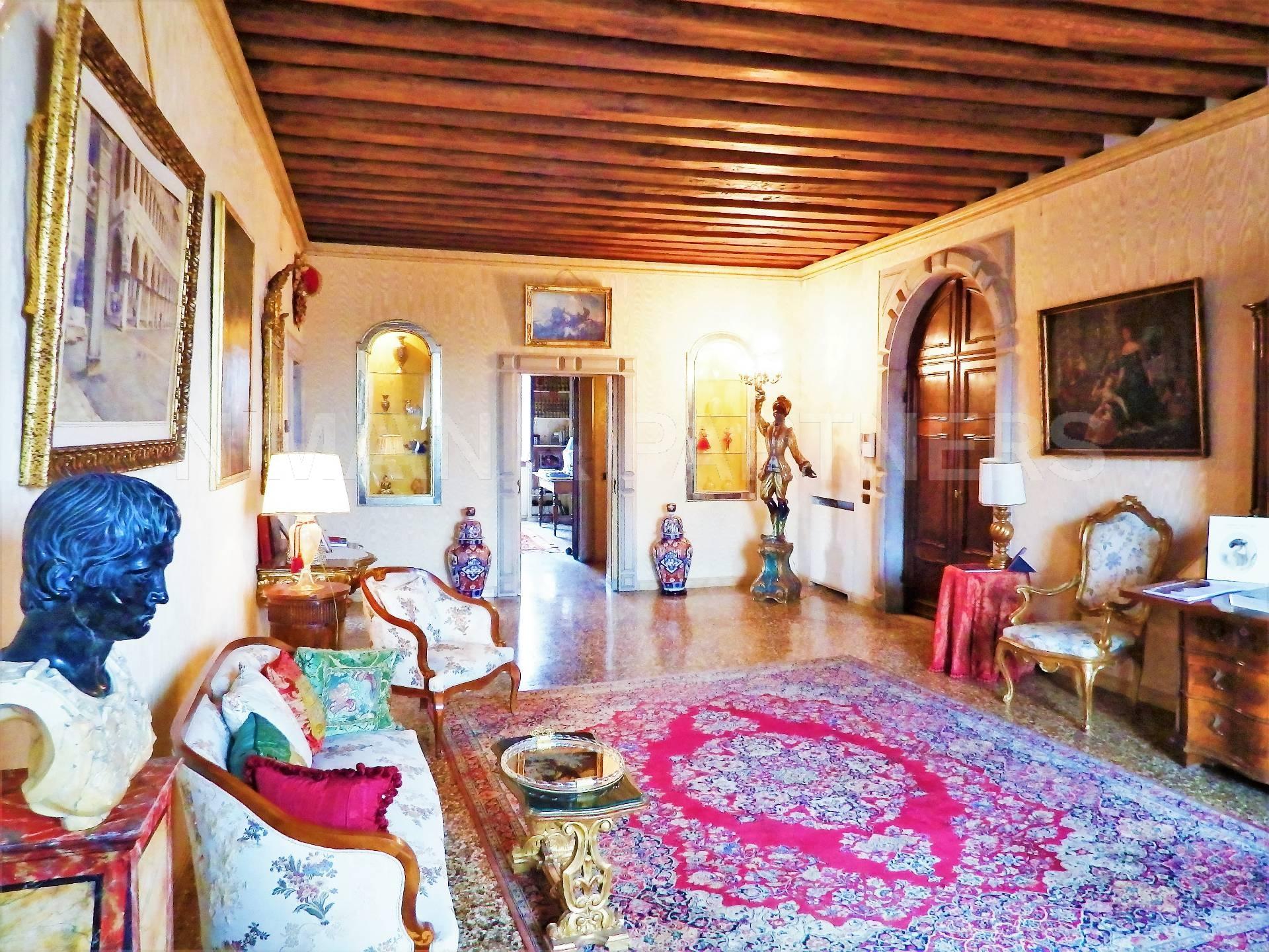 Appartamento in vendita a Venezia, 7 locali, zona Zona: 4 . Castello, prezzo € 2.000.000 | Cambio Casa.it