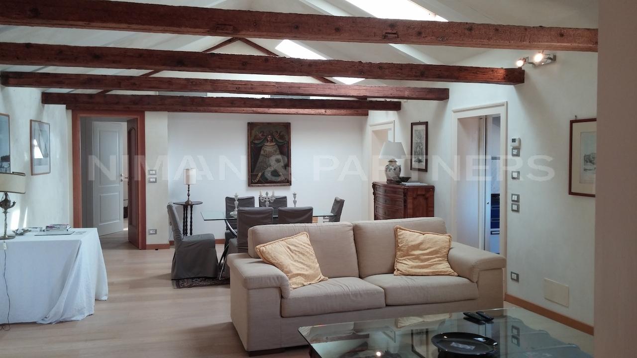 Appartamento in affitto a Venezia, 6 locali, zona Zona: 6 . Dorsoduro, Trattative riservate | Cambio Casa.it