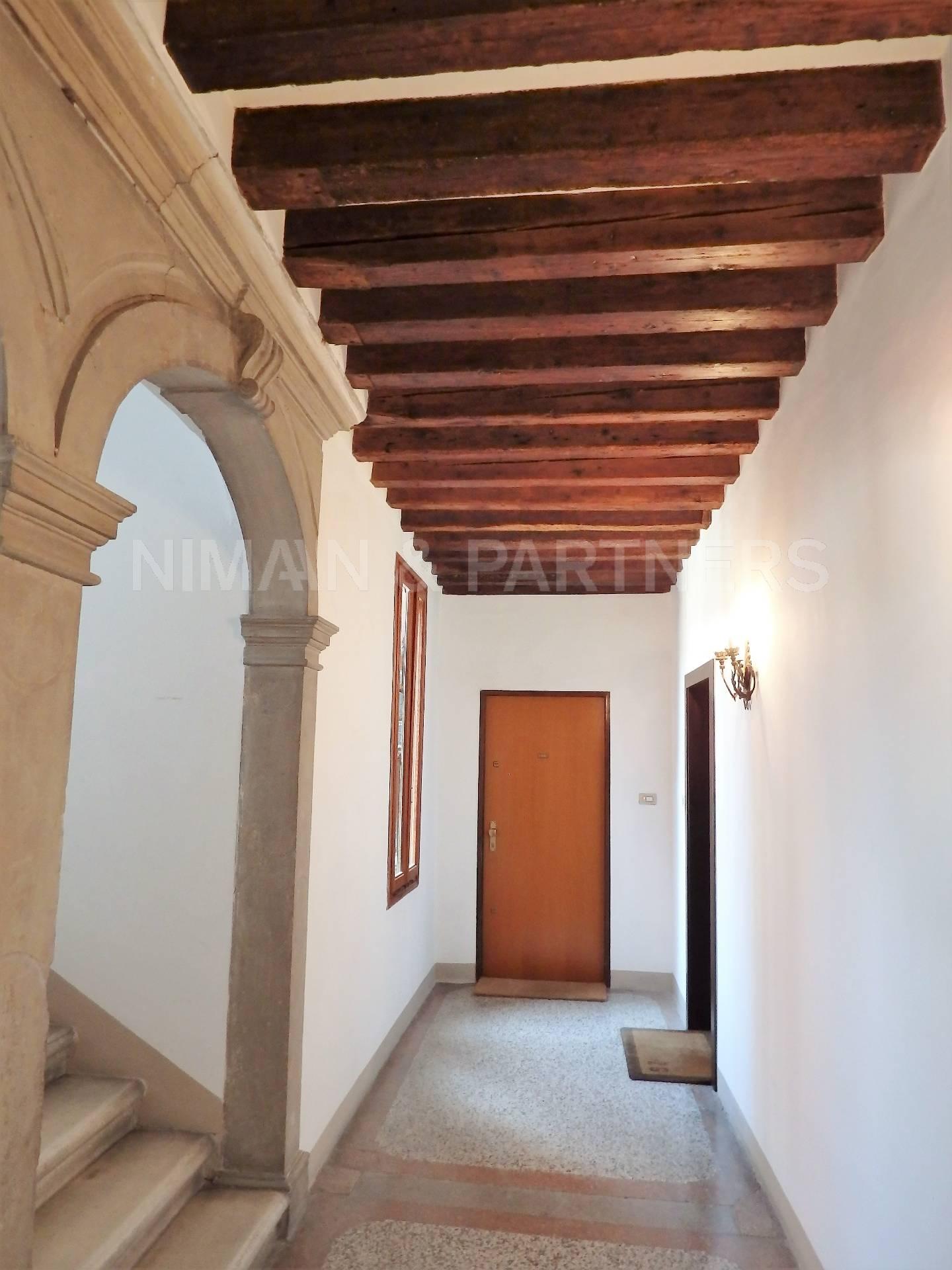 Appartamento in vendita a Venezia, 6 locali, zona Località: SanPolo, prezzo € 1.400.000 | Cambio Casa.it