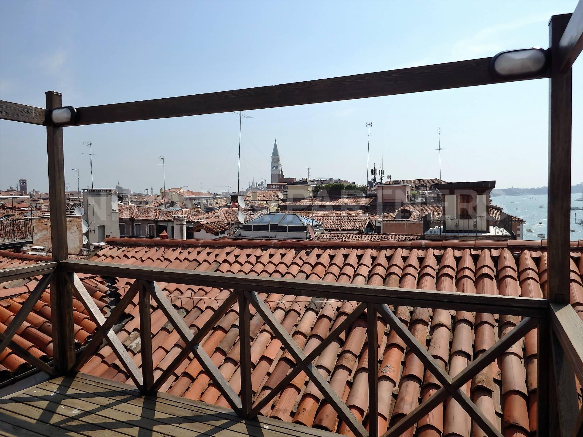 Appartamento in vendita a Venezia, 3 locali, zona Località: SanMarco, prezzo € 1.000.000   Cambio Casa.it