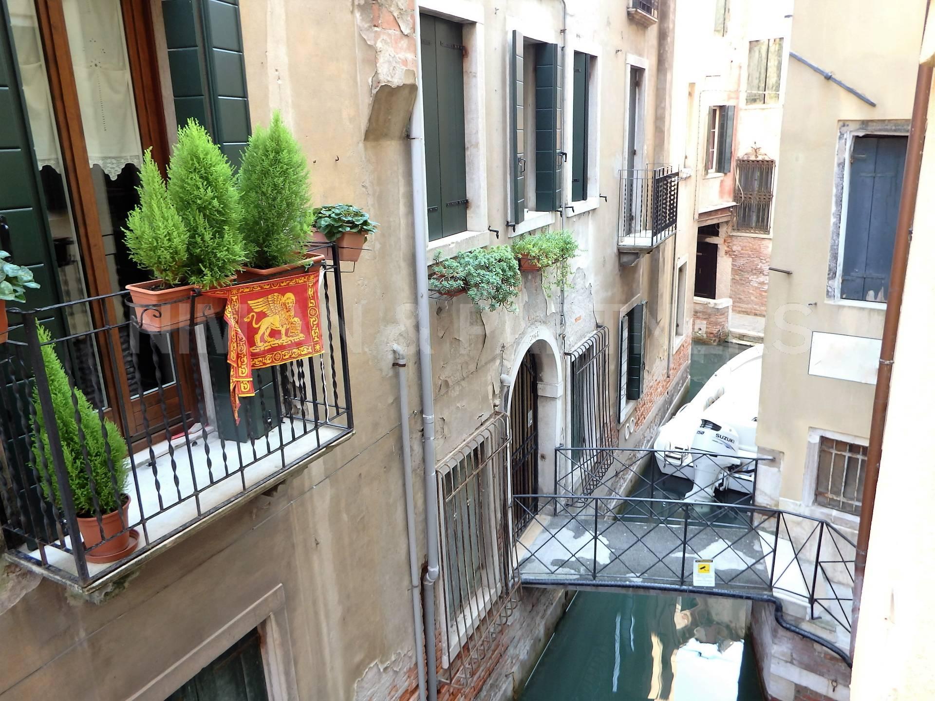 Appartamento in vendita a Venezia, 2 locali, zona Zona: 4 . Castello, prezzo € 295.000 | CambioCasa.it