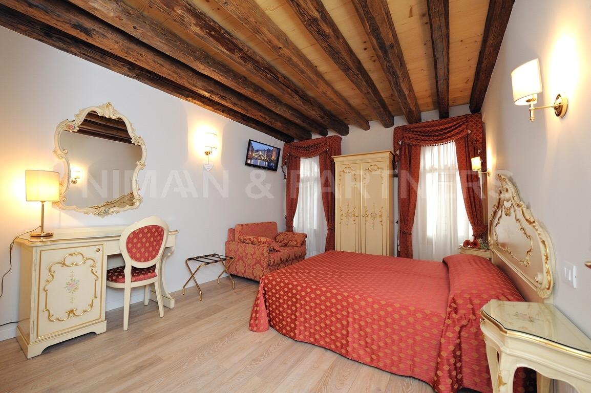Appartamento in vendita a Venezia, 4 locali, zona Località: S.aCroce, prezzo € 650.000 | CambioCasa.it