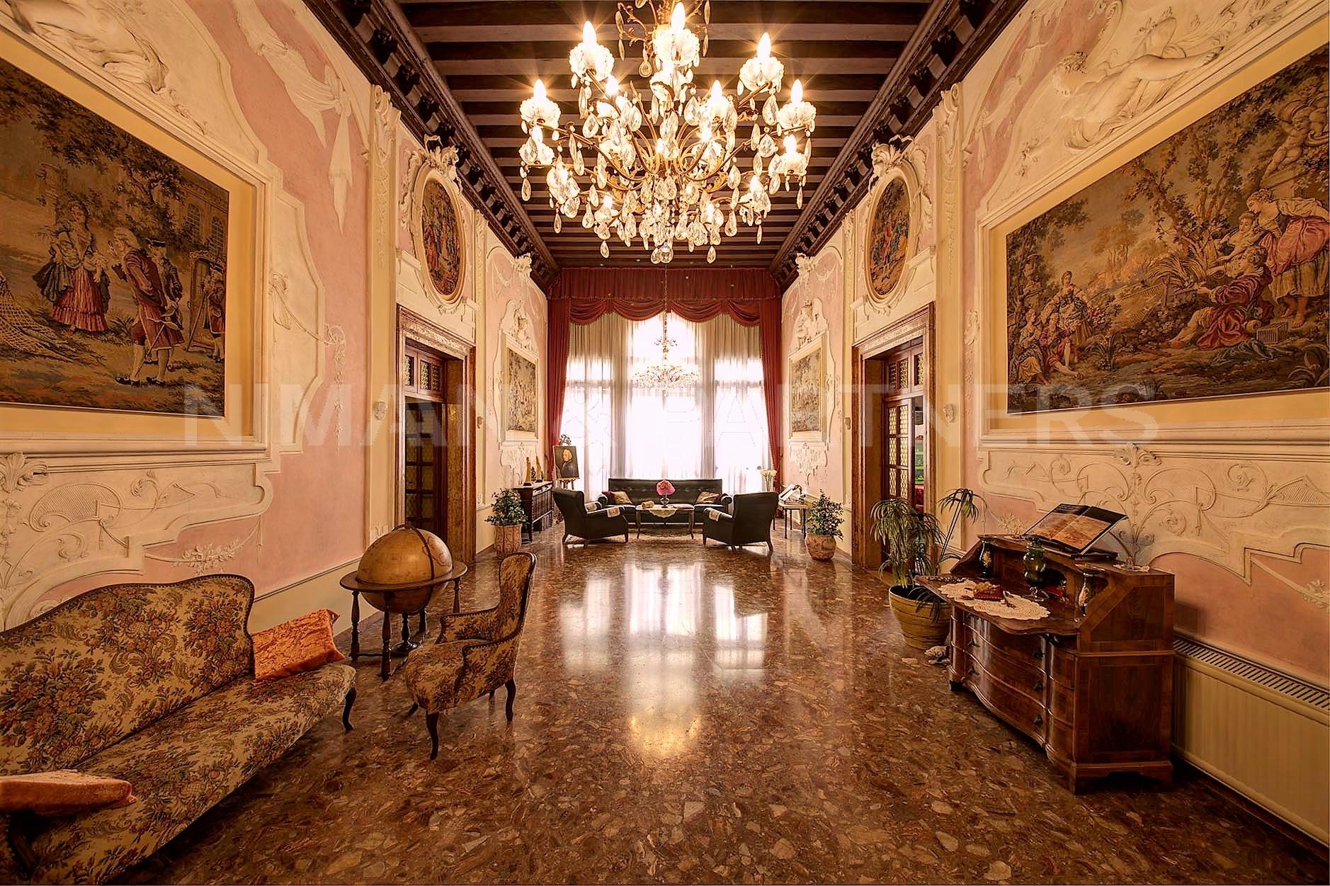 Appartamento in vendita a Venezia, 8 locali, zona Zona: 3 . Cannaregio, prezzo € 1.150.000 | CambioCasa.it