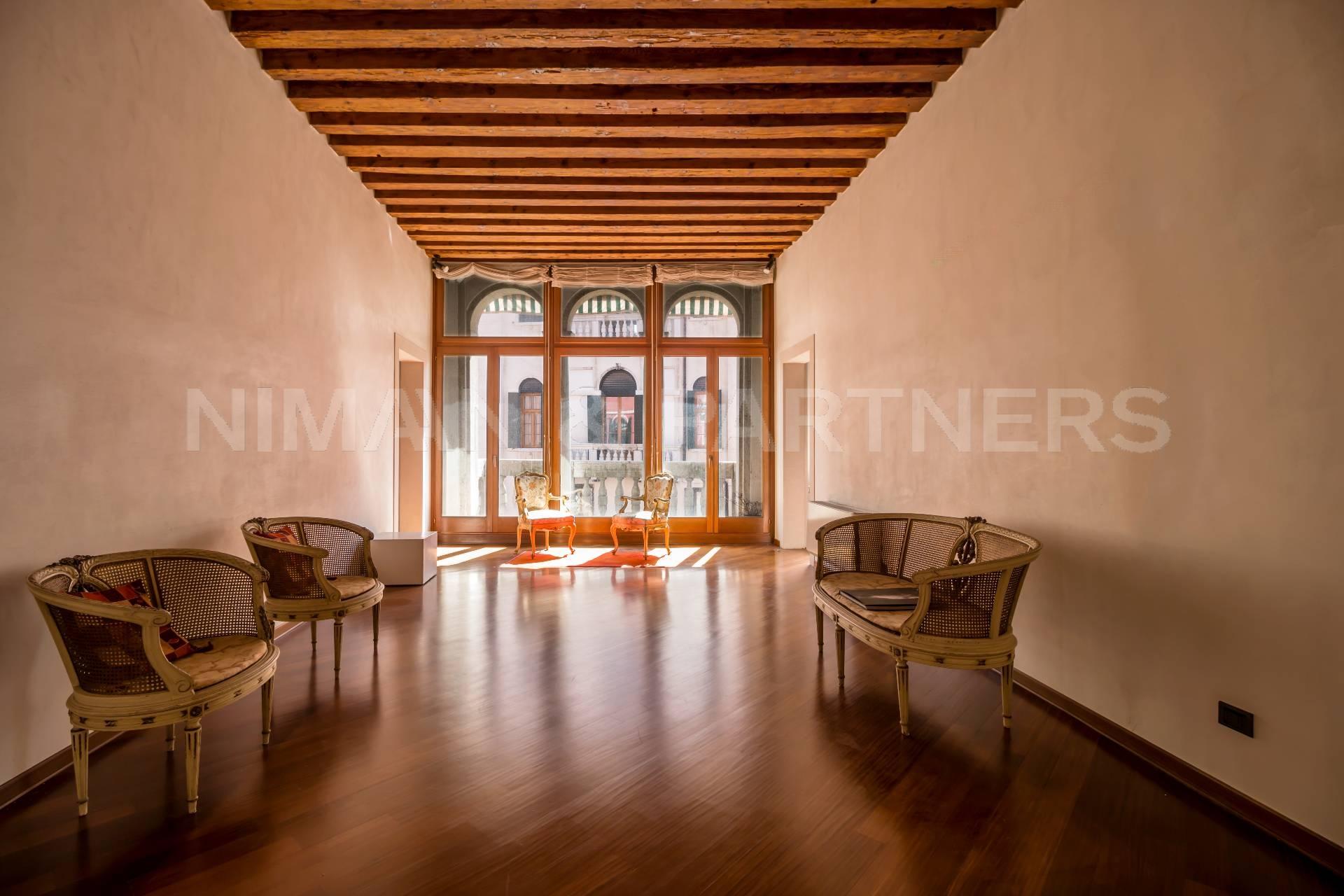 Appartamento in vendita a Venezia, 5 locali, zona Zona: 3 . Cannaregio, prezzo € 1.400.000   CambioCasa.it