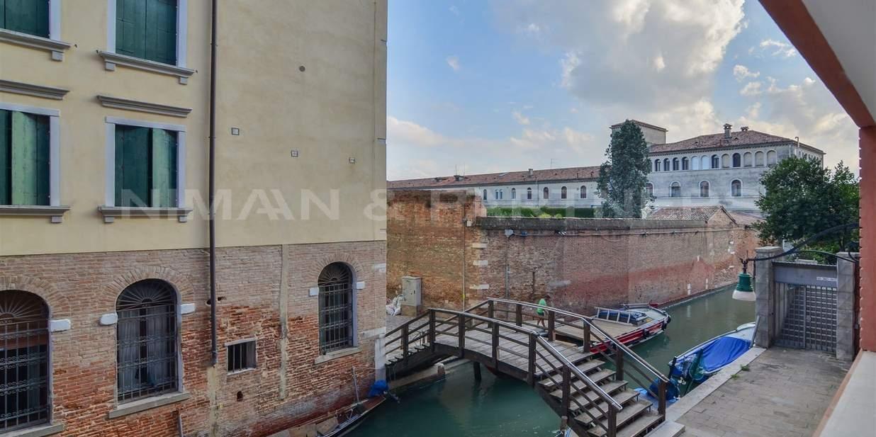 Appartamento in vendita a Venezia, 4 locali, zona Zona: 3 . Cannaregio, prezzo € 625.000 | CambioCasa.it