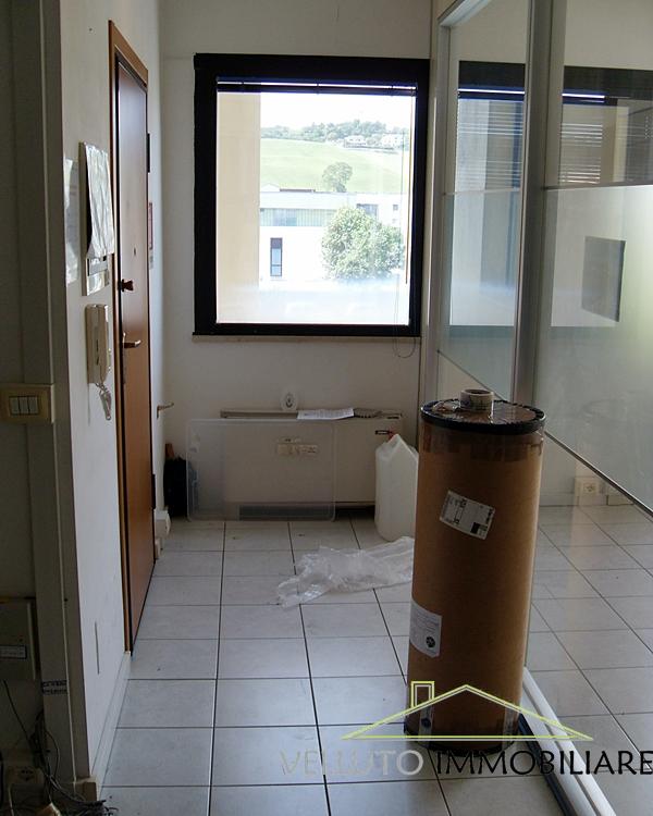 Ufficio / Studio in vendita a Senigallia, 9999 locali, zona Zona: Cesanella, prezzo € 150.000 | Cambio Casa.it