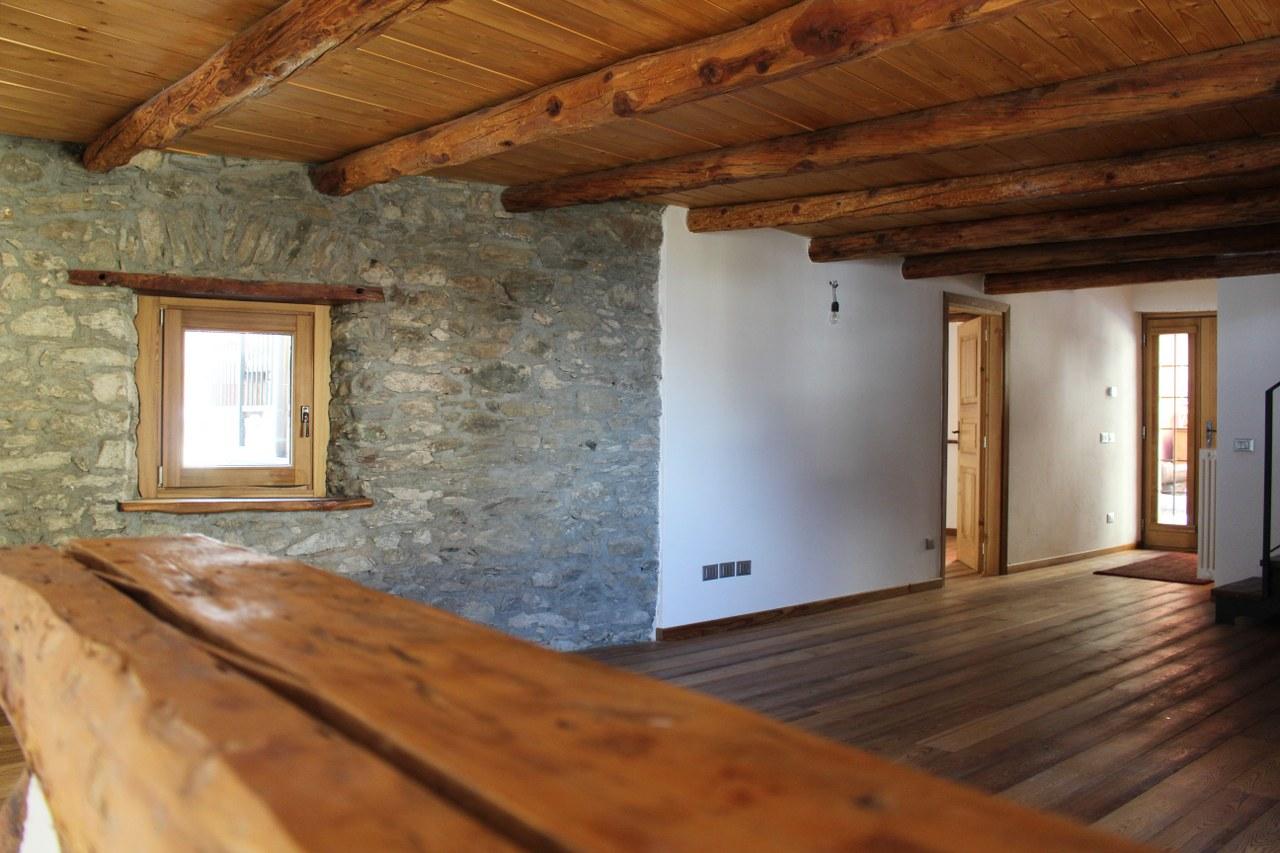 Soluzione Indipendente in affitto a Sarre, 6 locali, prezzo € 800 | Cambio Casa.it