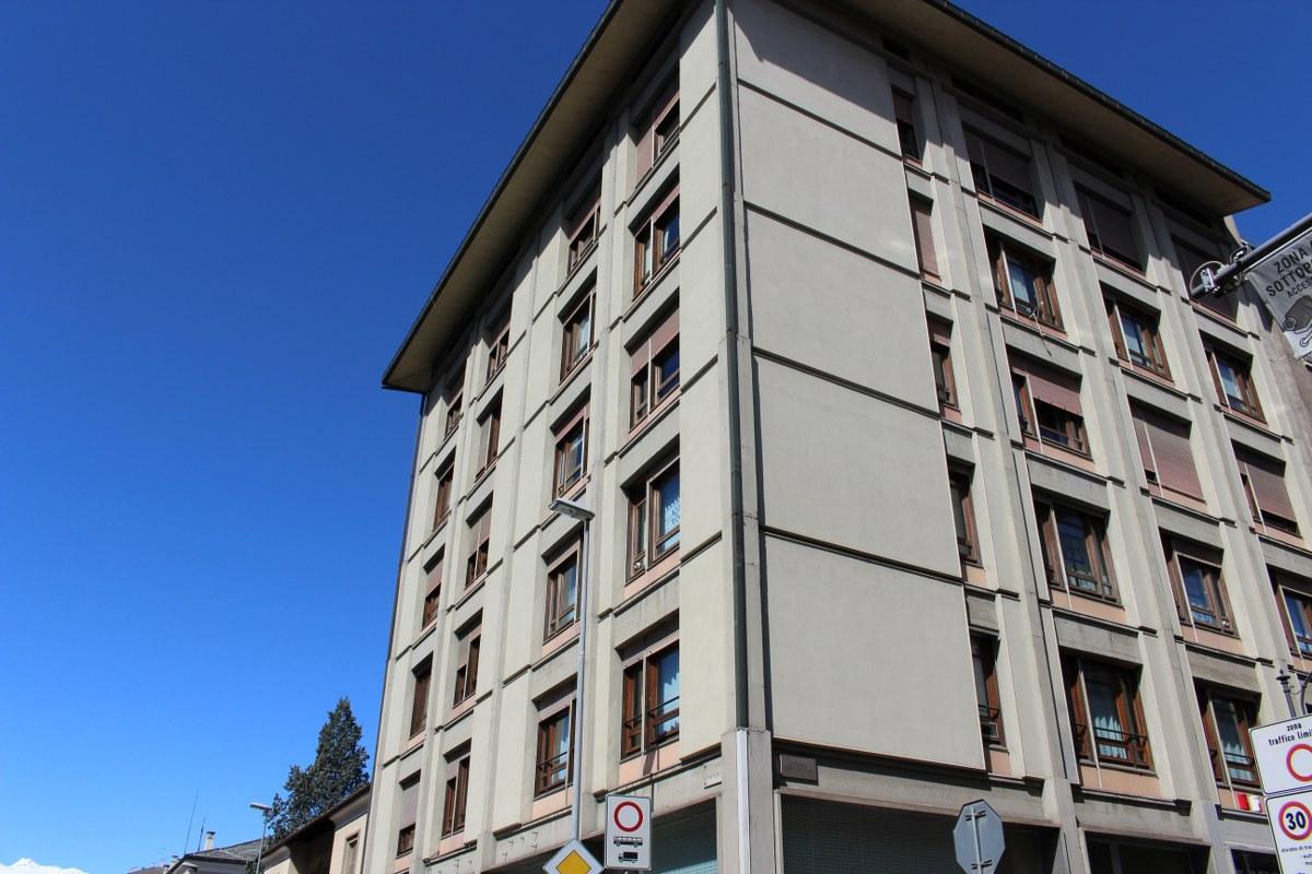 Ufficio / Studio in affitto a Aosta, 9999 locali, zona Zona: Centro, prezzo € 1.500 | CambioCasa.it
