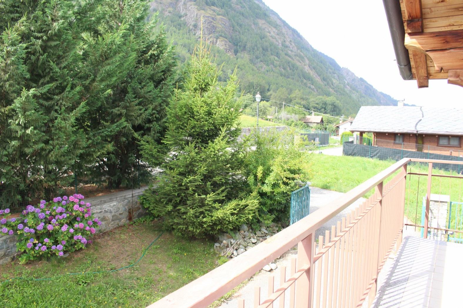 Villa in vendita a Brissogne, 8 locali, prezzo € 320.000   CambioCasa.it