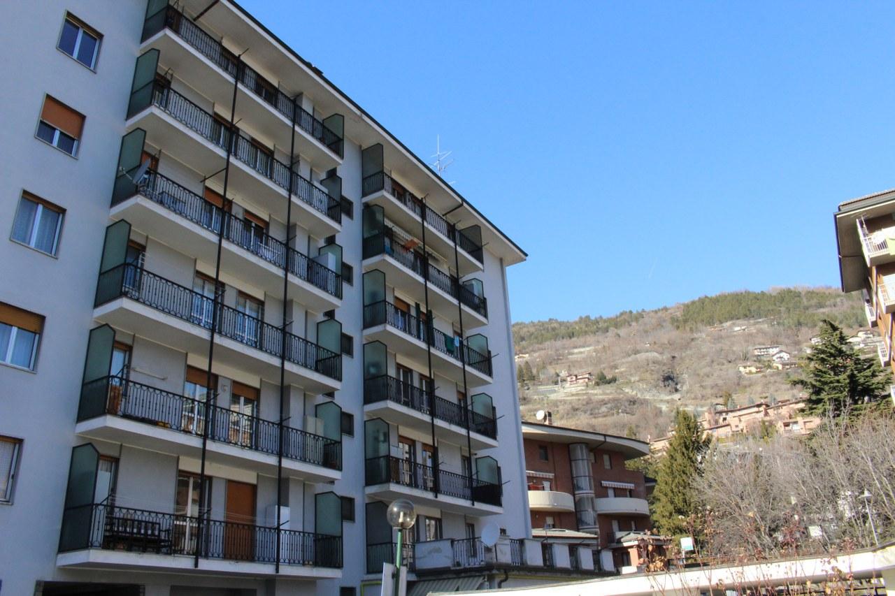 Appartamento in vendita a Aosta, 3 locali, zona Zona: Centro, prezzo € 185.000   CambioCasa.it