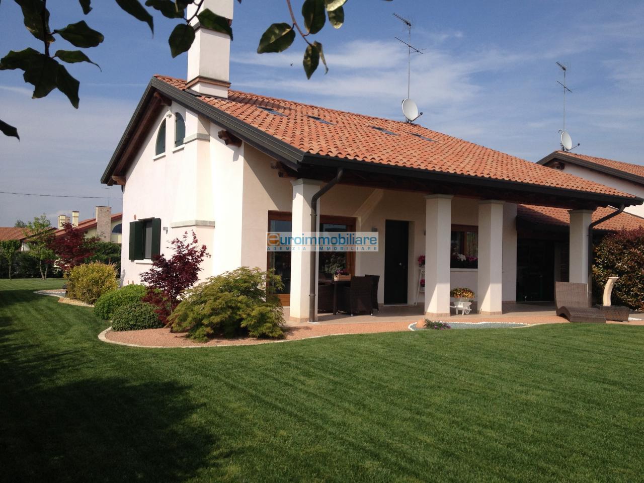 Villa in vendita a Jesolo, 8 locali, Trattative riservate | Cambio Casa.it