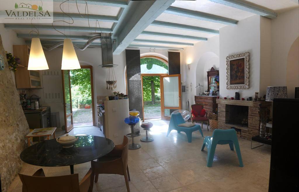Rustico / Casale in vendita a Colle di Val d'Elsa, 4 locali, prezzo € 215.000 | Cambio Casa.it