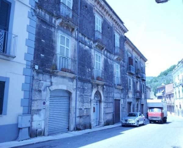 Rustico / Casale in vendita a Roccasecca, 16 locali, Trattative riservate | Cambio Casa.it