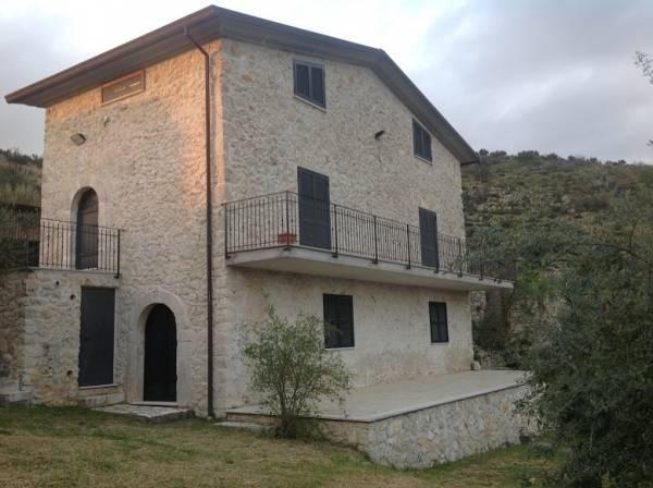 Rustico / Casale in vendita a Colfelice, 7 locali, zona Zona: Villafelice, prezzo € 180.000 | Cambio Casa.it