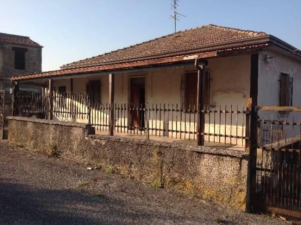 Soluzione Indipendente in vendita a San Giovanni Incarico, 13 locali, prezzo € 95.000 | CambioCasa.it