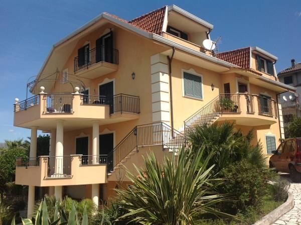 Villa Bifamiliare in vendita a Cervaro, 28 locali, prezzo € 535.000 | Cambio Casa.it