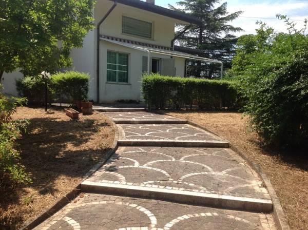 Villa in vendita a Castrocielo, 13 locali, prezzo € 390.000 | Cambio Casa.it