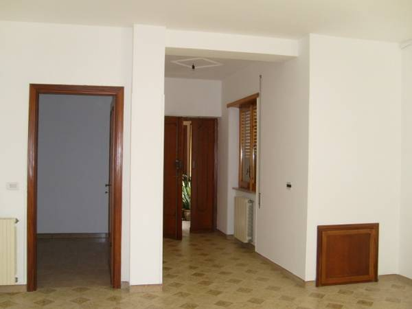 Appartamento in vendita a Roccasecca, 7 locali, prezzo € 115.000 | Cambio Casa.it