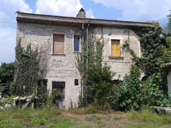 Soluzione Indipendente in vendita a Roccasecca, 9 locali, prezzo € 98.000 | Cambio Casa.it